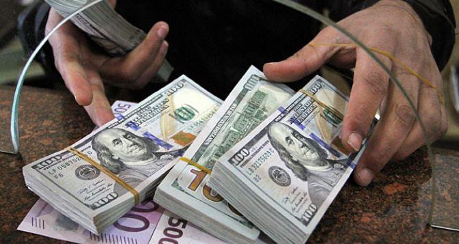 «Что это происходит с гривной?»: Курс валют на понедельник удивил многих