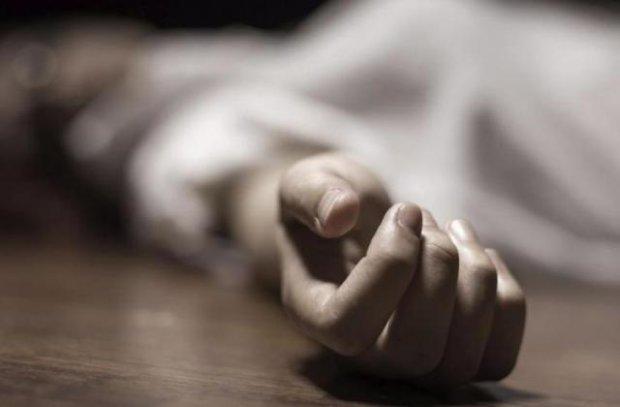 Переломали все кости на лице: на Херсонщине возле школы найдено тело молодой девушки