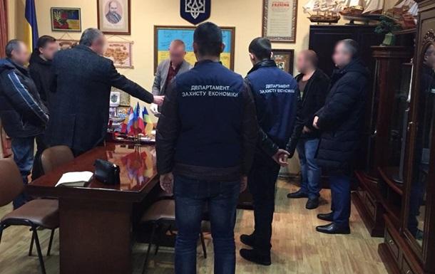 Требовал 15 тысяч долларов: В Винницкой области на взятке задержали чиновника мэрии