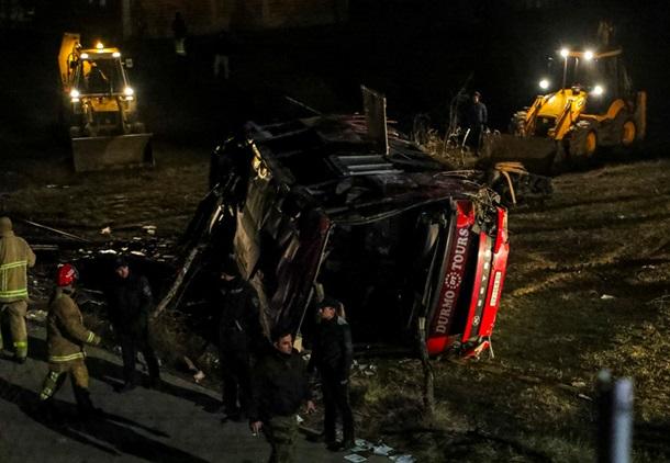 Пассажирский автобус на скорости слетел с трассы, 13 погибших: первые подробности