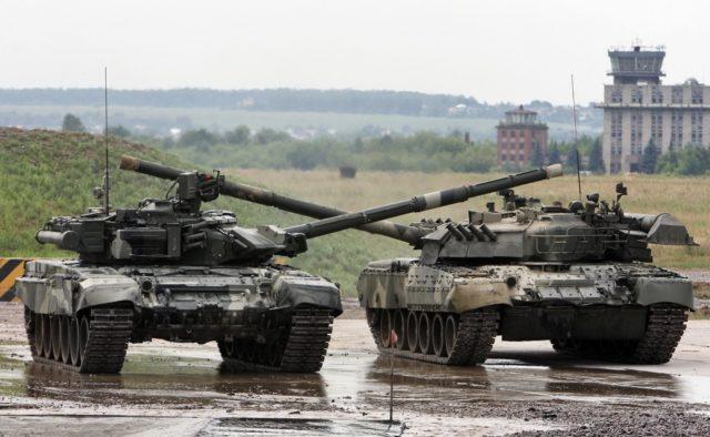 Танки и грузовики: в Украине следует большое количество российской техники — кадры