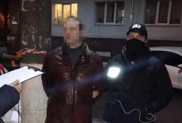Поймали с поличным: В Сумах на взятке задержали прокурора