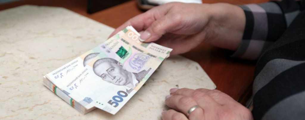 Правила перепишут: в Украине деньги через границу придется ввозить по-новому