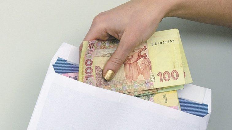 Украинцев хотят радикально наказывать за зарплаты в конвертах: чего ждать и что нужно знать