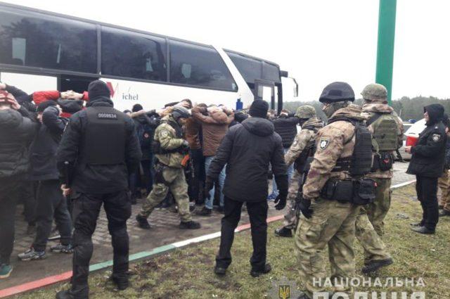 В полиции сообщили, кем оказались задержаны вооруженные накануне «титушки» возле Одессы