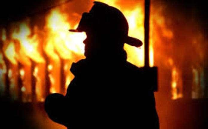 «Тела нашли спасатели»: Пожар в жилом доме унес жизни трех человек