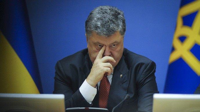 «Он поддерживает»: Петр Порошенко отреагировал на скандальное расследование и обвинение против своих соратников