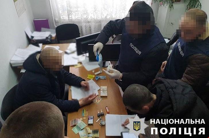 На взятке в 55 тысяч гривен разоблачили чиновника РГА