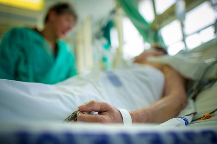 Массовое отравление алкоголем: 39 человек погибли, еще 27 пострадавших госпитализированы в больницу