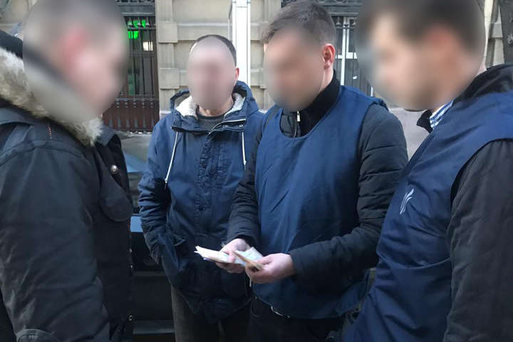 Во Львове на взятке погорел специалист миграционной службы
