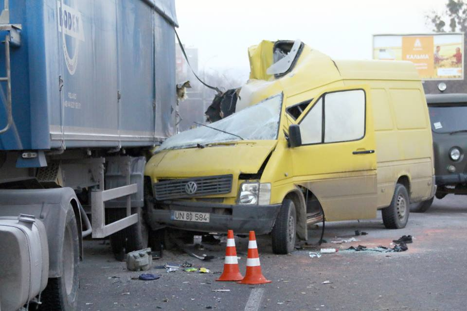Опасная ДТП на украинской трассе: в жуткой аварии разбились трое иностранцев