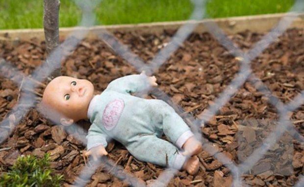 Уверяла что родила ребенка мертвым, и решила похоронить во дворе: Появились подробности трагедии на Хмельнитчине
