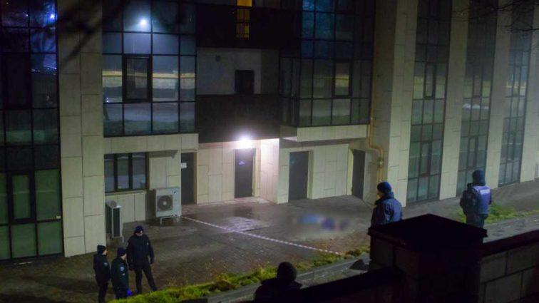 Трагедия в Днепре: Под окнами многоэтажки нашли тело мужчины