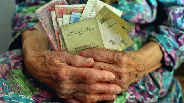 Пенсионная реформа: Сколько украинцев рискуют остаться без пенсий
