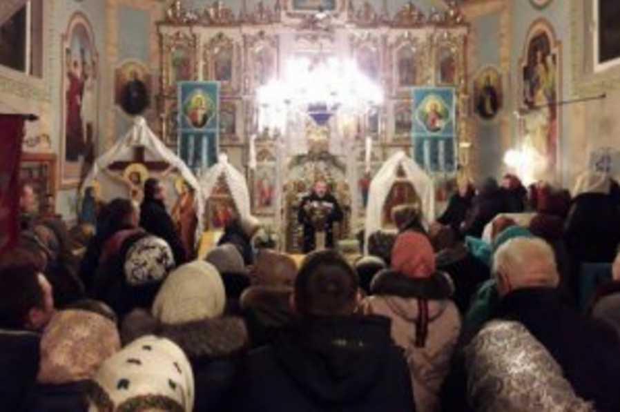 Отказался проводить службу украинской: прихожане не стерпели и выгнали священника