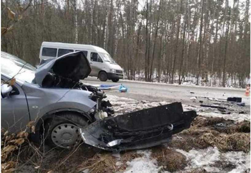 Вылетел на «встречку»: на Киевщине маршрутка столкнулась с Nissan, 10 пострадавших