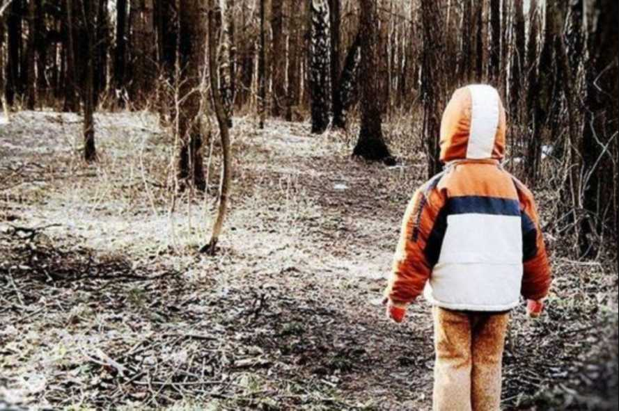 «Вернулся с того света»: Горе-мать оставила своего сына умирать в лесу