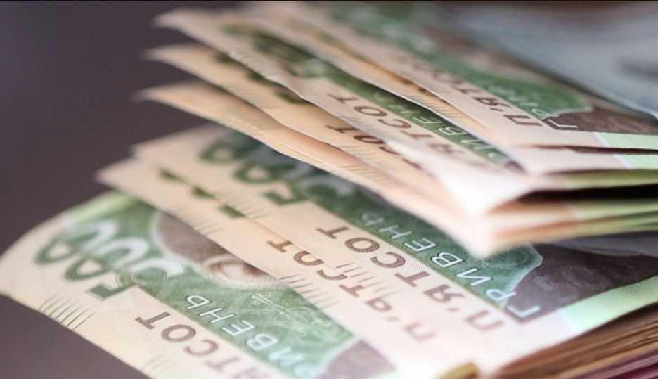 Зарплаты в 2019: на сколько поднимут выплаты украинцам и чем грозит повышение минималки