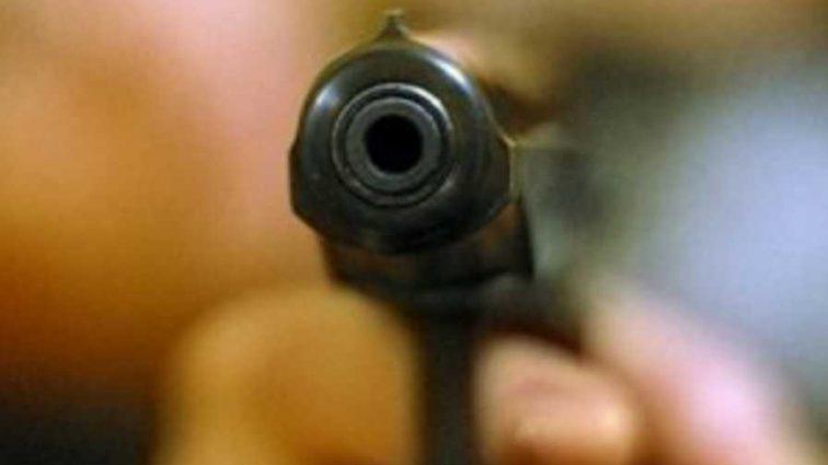 С пулей в голове: мать двоих детей ранили