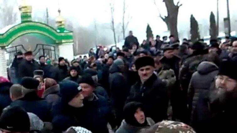 «Схватили за голову и покалечили»: в РПЦ заявили о жестоком избиении священника под Тернополем