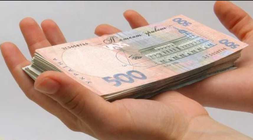 Украинцев будут штрафовать на сотни тысяч: владельцы «евроблях» бросились растамаживать авто