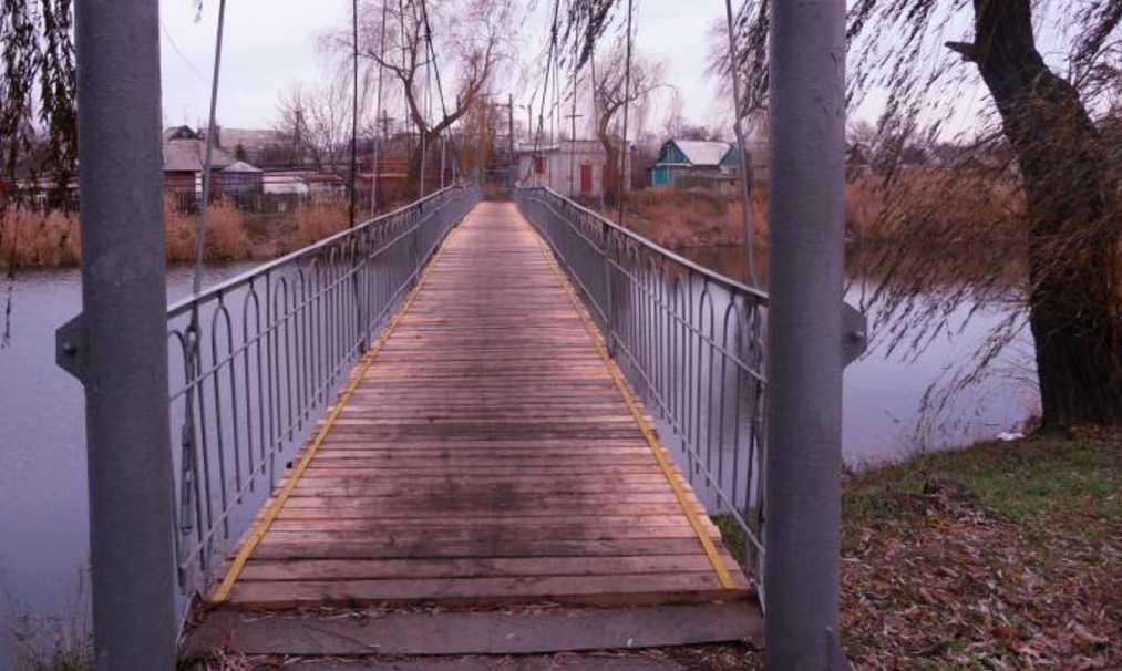 В тапочках и куртке: на мосту нашли тело подростка, просят опознать