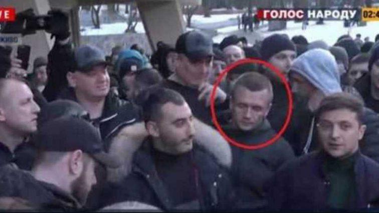 На видео с Зеленским во Львове узнали интересную личность