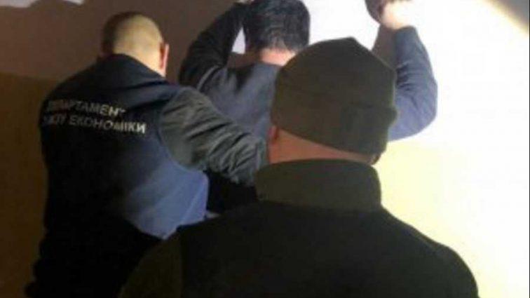 «Поймали на горячем»: Чиновника задержали на взятке