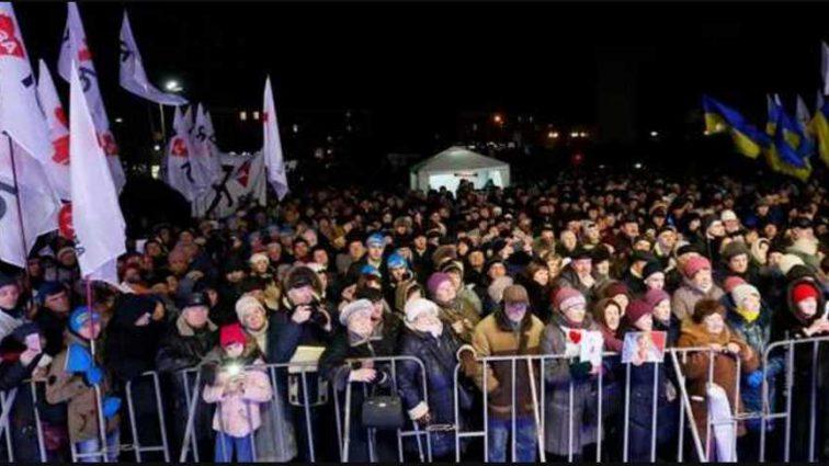 Бросали в людей дымовые шашки: в Белой Церкви сорвали выступление Тимошенко