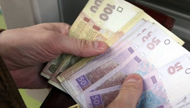 Новые налоги на зарплату заставят украинцев искать две работы: Сколько придется отдать государству