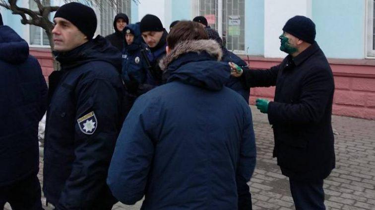 Облил кандидата в Президенты Вилкула зеленкой: сообщили о судьбе хулигана