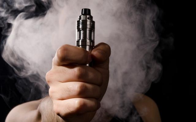 Осколки разрезали ему сонную артерию: мужчина погиб от взрыва электронной сигареты