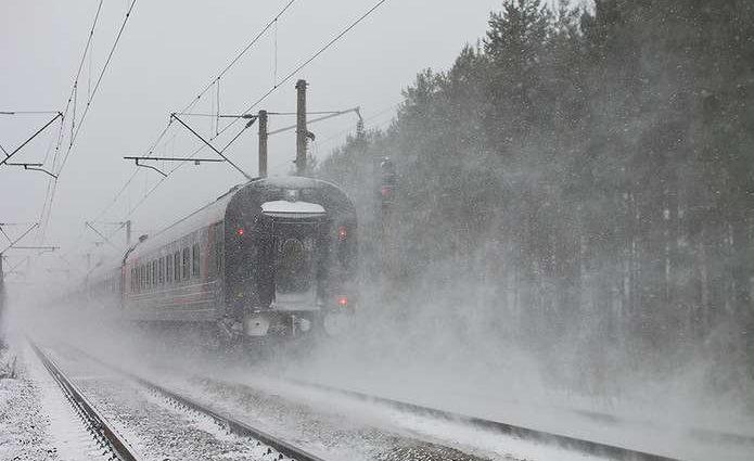 Трагедия на Харьковщине: В поезде нашли окровавленного мужчину