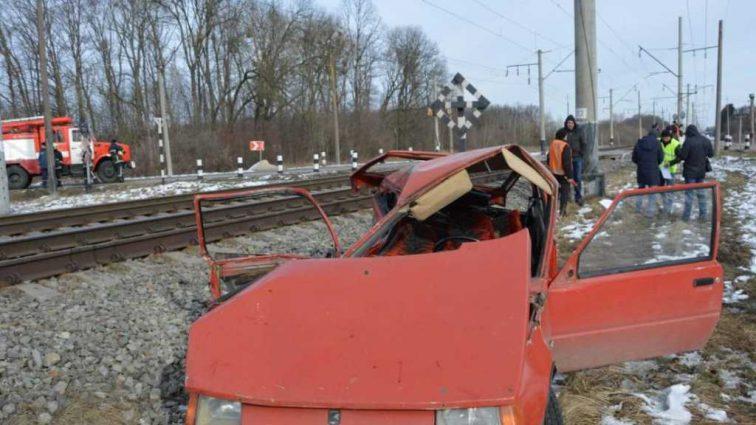 На полном ходу въехал в поезд: масштабное ДТП на Волыни, 4 пострадавших