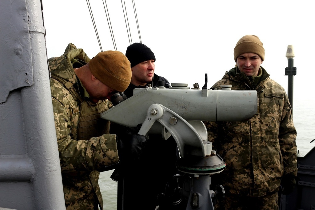 Украинские моряки отбили » атаку » на Азовском море, показали видео