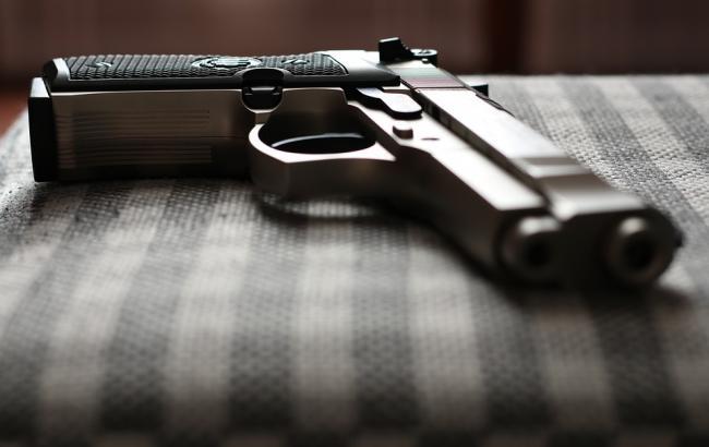 Просто лежала под кроватью: 4-летний мальчик выстрелил в свою беременную маму