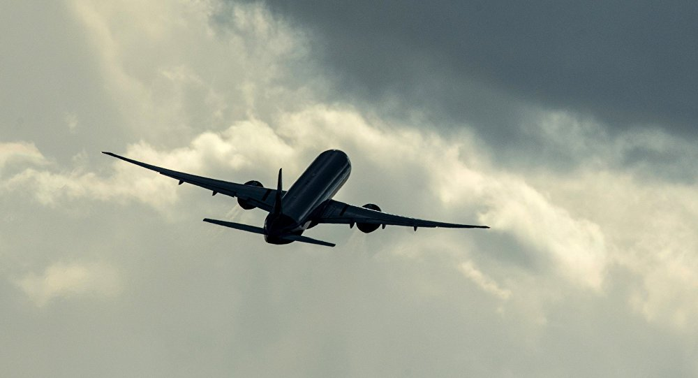 «Подростка припечатало к стене»: Самолет упал на жилой дом, первые подробности инцидента
