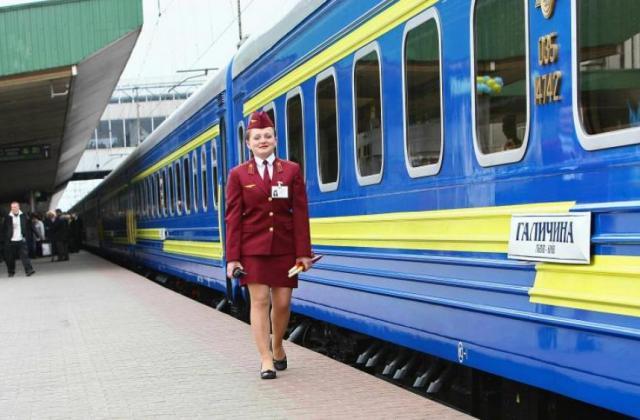 Рваная постельное белье и чай в грязных стаканах «Укрзализныця» утвердила новые цены на поездки