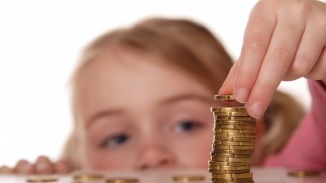 Помощь будет получать каждая семья: Кабмин запустил доплаты многодетным семьям на детей