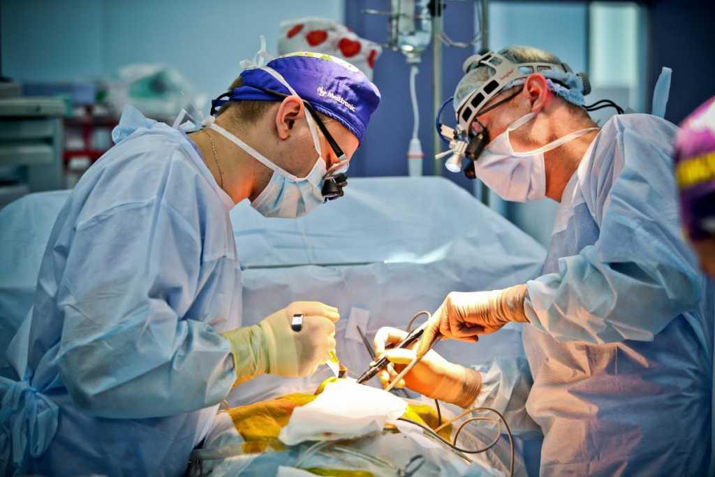 «Волосы метровой длины и зубы»: Женщине вырезали опухоль, содержание которой поразило врачей