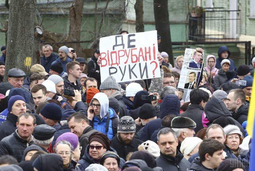 Митинг Петра Порошенко на Михайловской площади: состоялись первые стычки и задержания