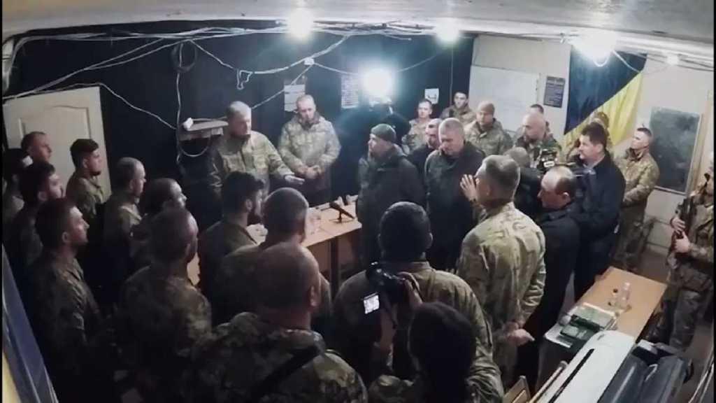 Даже не поприветствовали: в сети появилось видео, где Азов «тепло» встречает президента