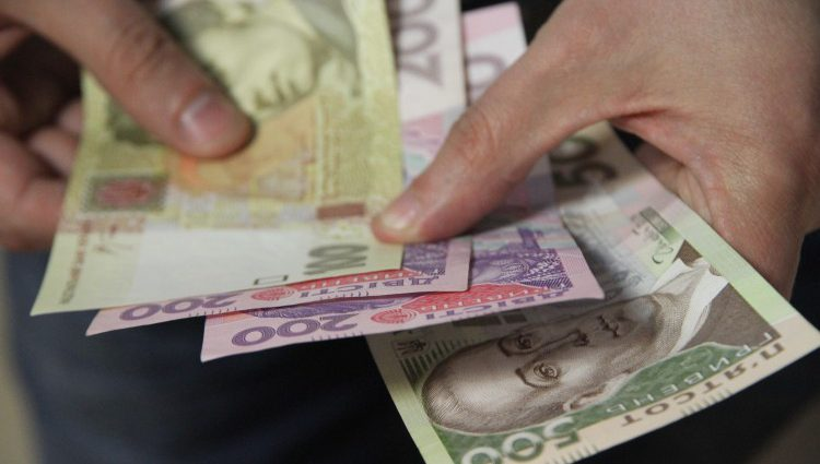 На что украинцы тратят половину своей зарплаты?