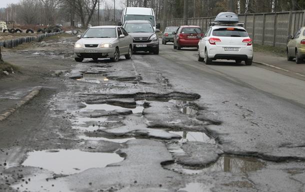 Вырвало колесо и вылетел в кювет: заместитель министра Омеляна попал в ДТП из-за плохих украинских дорог