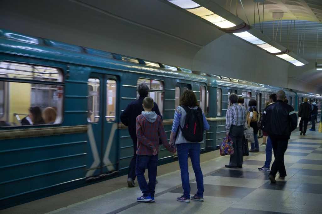 Утро обернулось трагедией: В столичной подземке на платформе умер человек