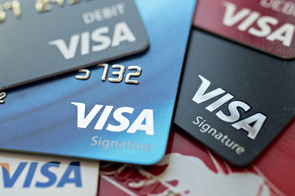 Сюрприз от банков: отныне украинцы будут получать только бесконтактные карты Visa