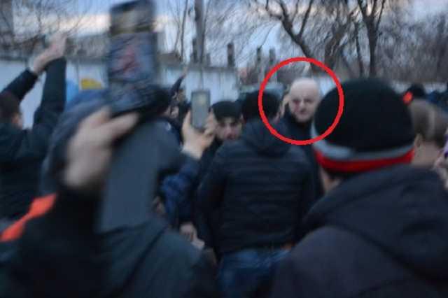 «Стой на сцене и отвечай на вопросы!»: Разъяренный «Нацкорпус» пытался прорваться к Порошенко в Черкассах