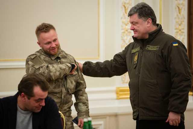 «Сколько денег вы украли?»: Украинский военный резко обратился к Петру Порошенко. Громко сказано