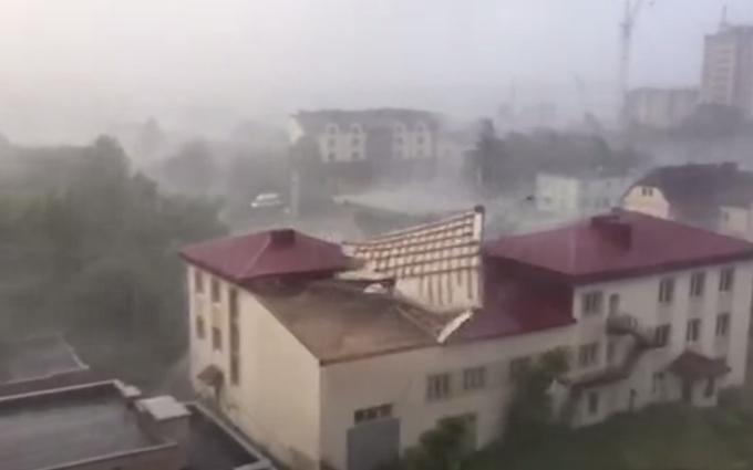 «Лучше не выходить из дома, или брать кирпич в сумку»: В Украине объявили штормовое предупреждение