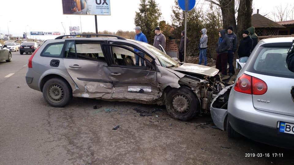«Пассажиров пришлось вырезать из салона»: Во Львове произошла ужасная авария с участием нескольких авто